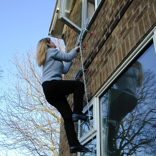 saf-escape-ladder-climbing-down-2